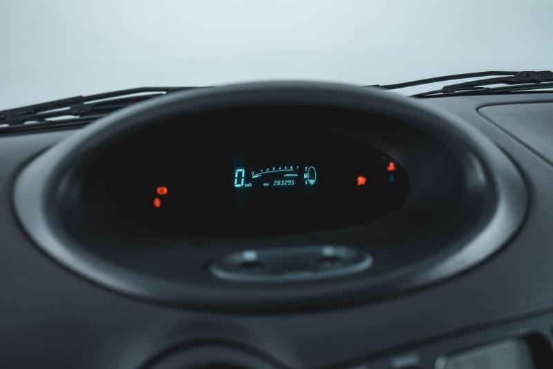 Toyota Yaris 1.0 MT (68 л. с.)