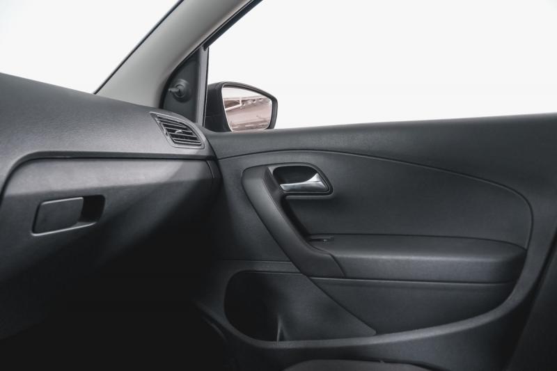 Volkswagen Polo 1.6 MPI MT (110 л. с.)